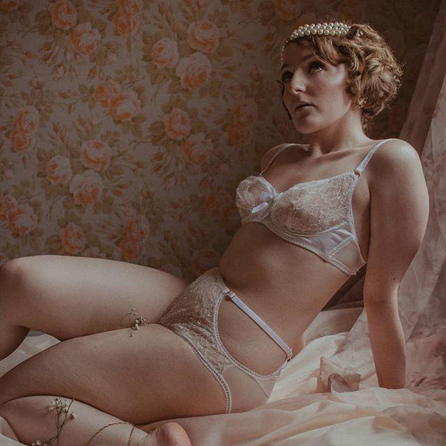 Lingerie & pre-raphaelite avec Ophelia - | Lingerie & pre-raphaelite with Ophelia