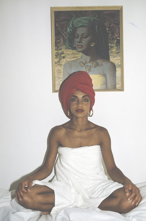 Sade is so gorgeous. Even in a towel! ( Source )