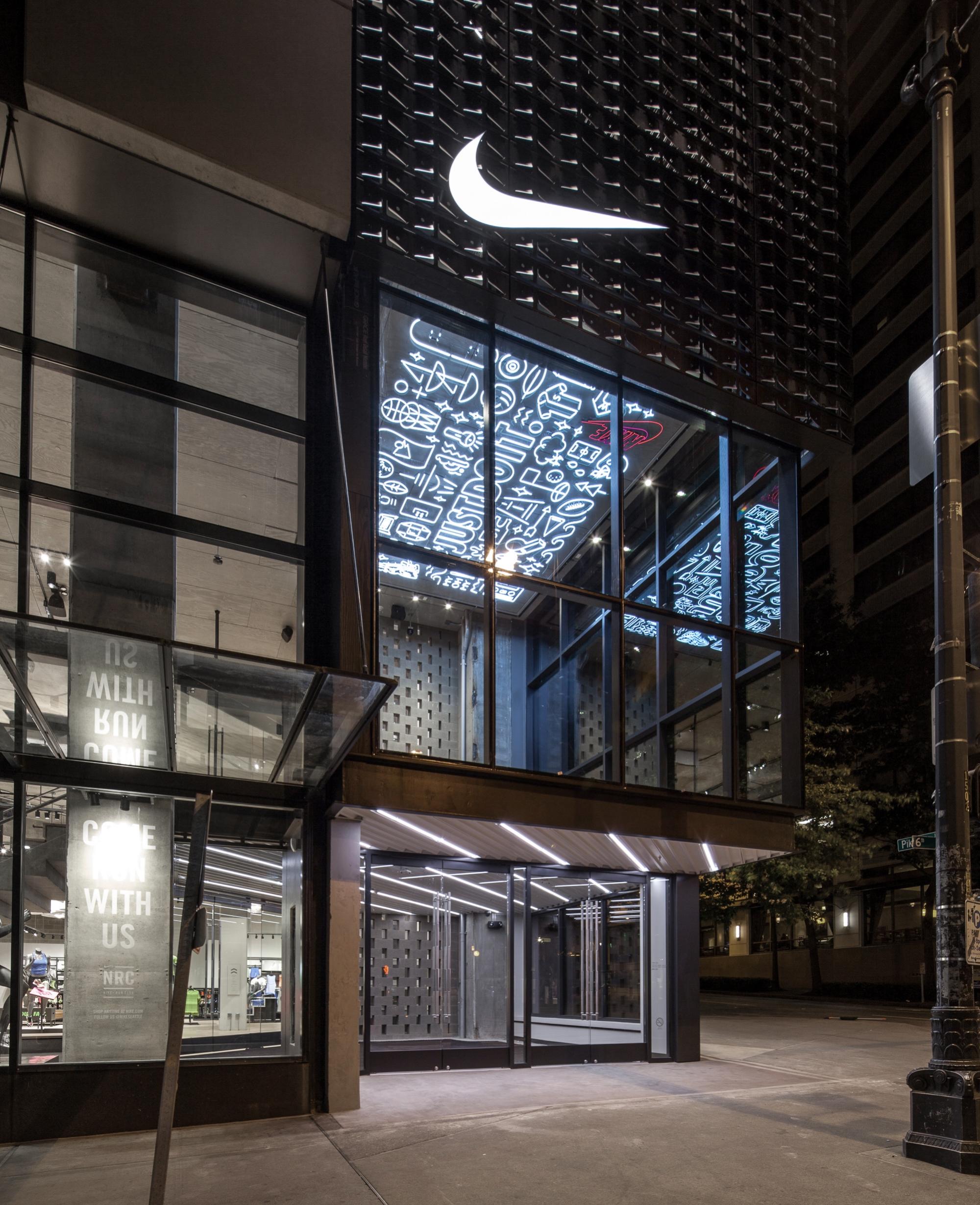 Compatible con Señor Favor  Nike Store Seattle — Jessica Davis