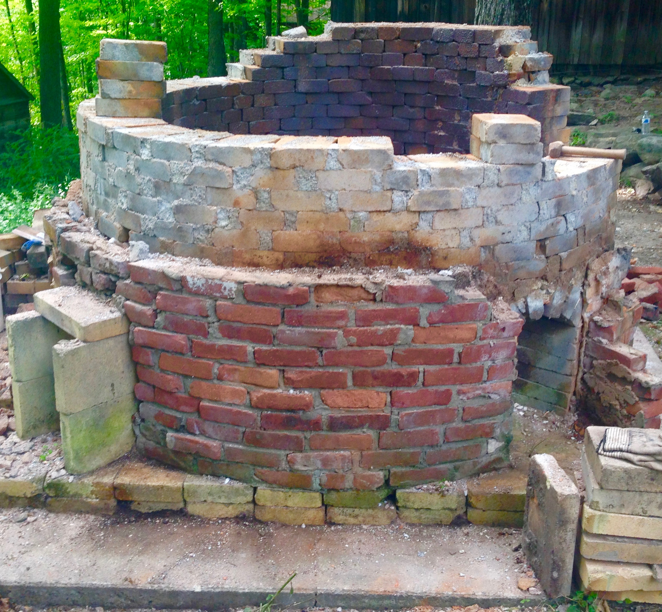 We saved almost 3000 bricks from the two kilns dismantiled .