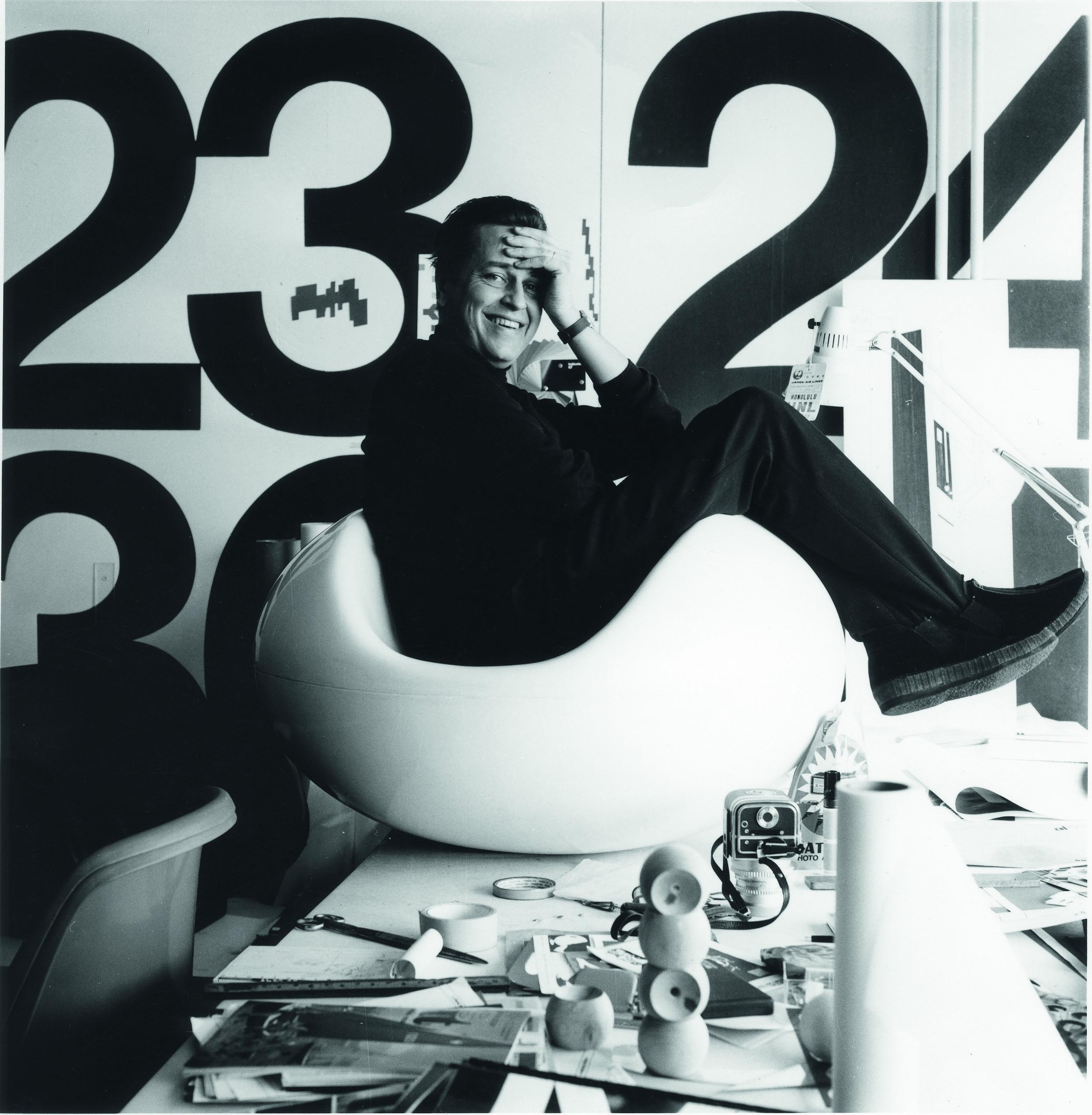 DM_Eero Aarnio in Pastilli chair in his studio in 1968_c_Pirkko Aarnio.jpg