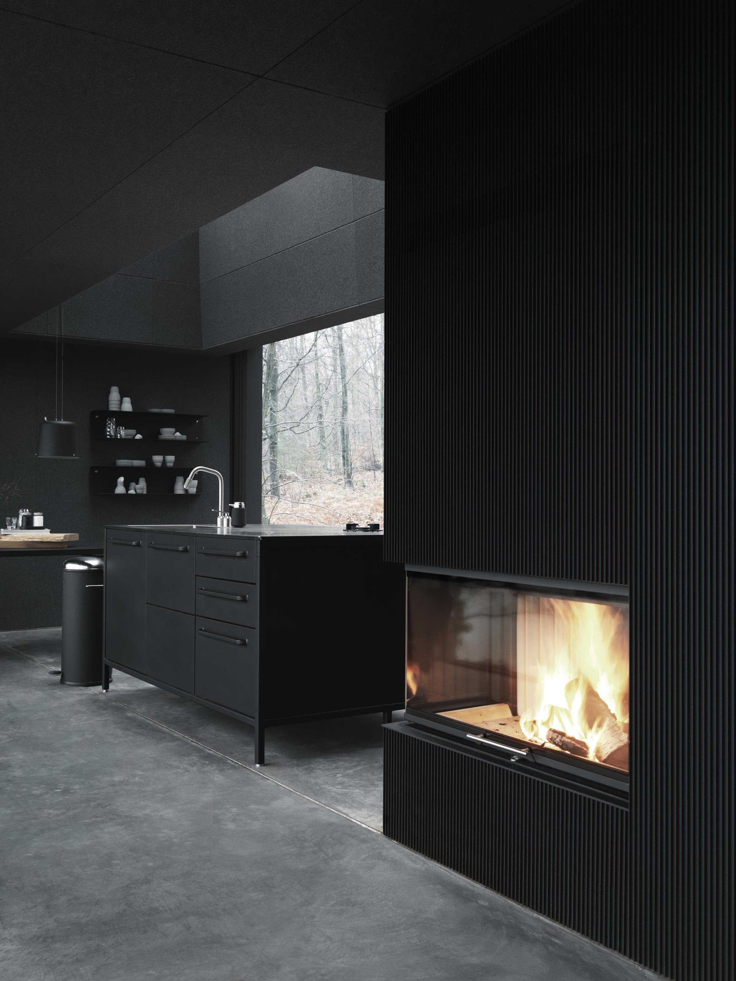 Vipp701-Shelter-Fireplace-Living01-Low.jpg