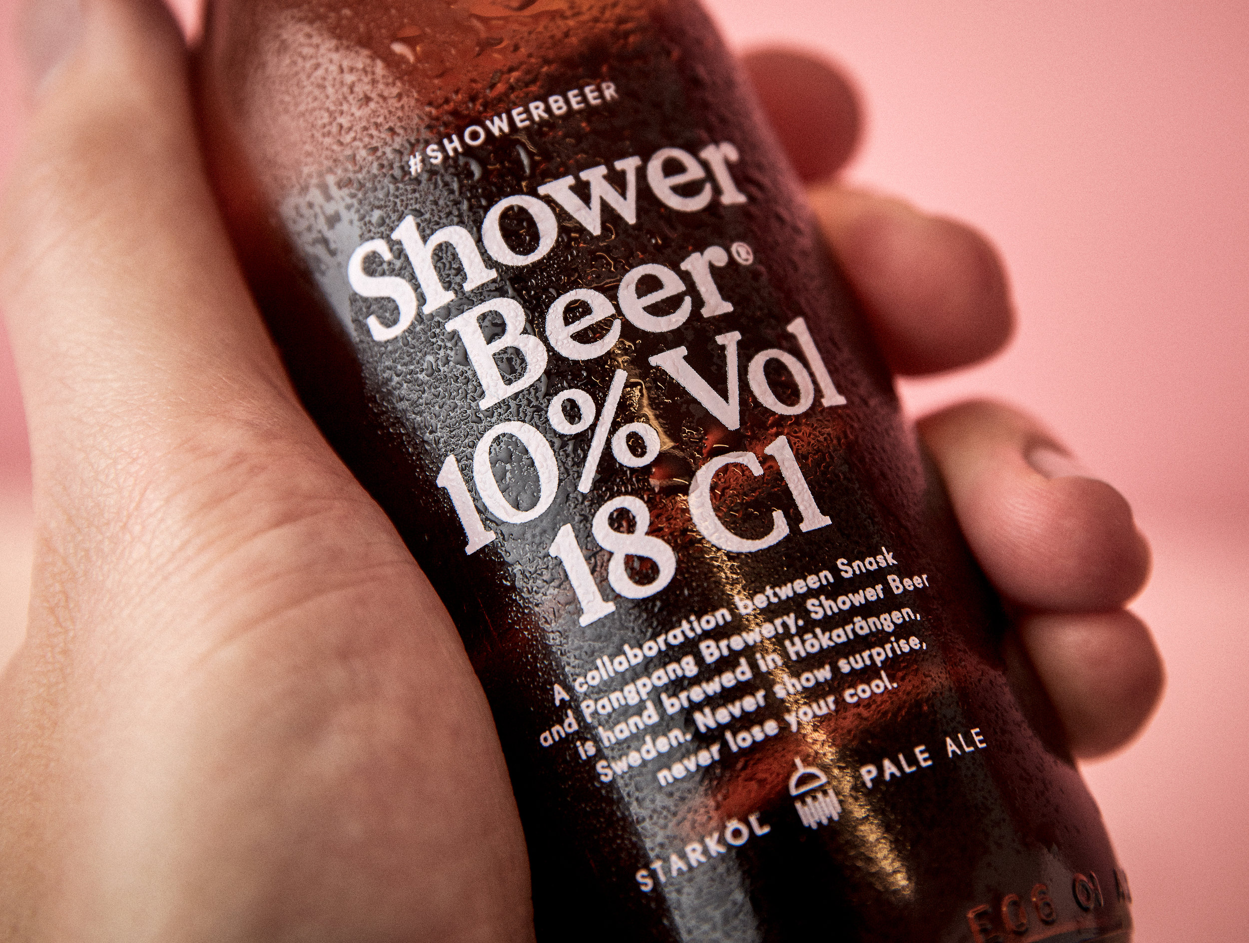 shower-beer_07_hand-holding-bottle_close-up.jpg