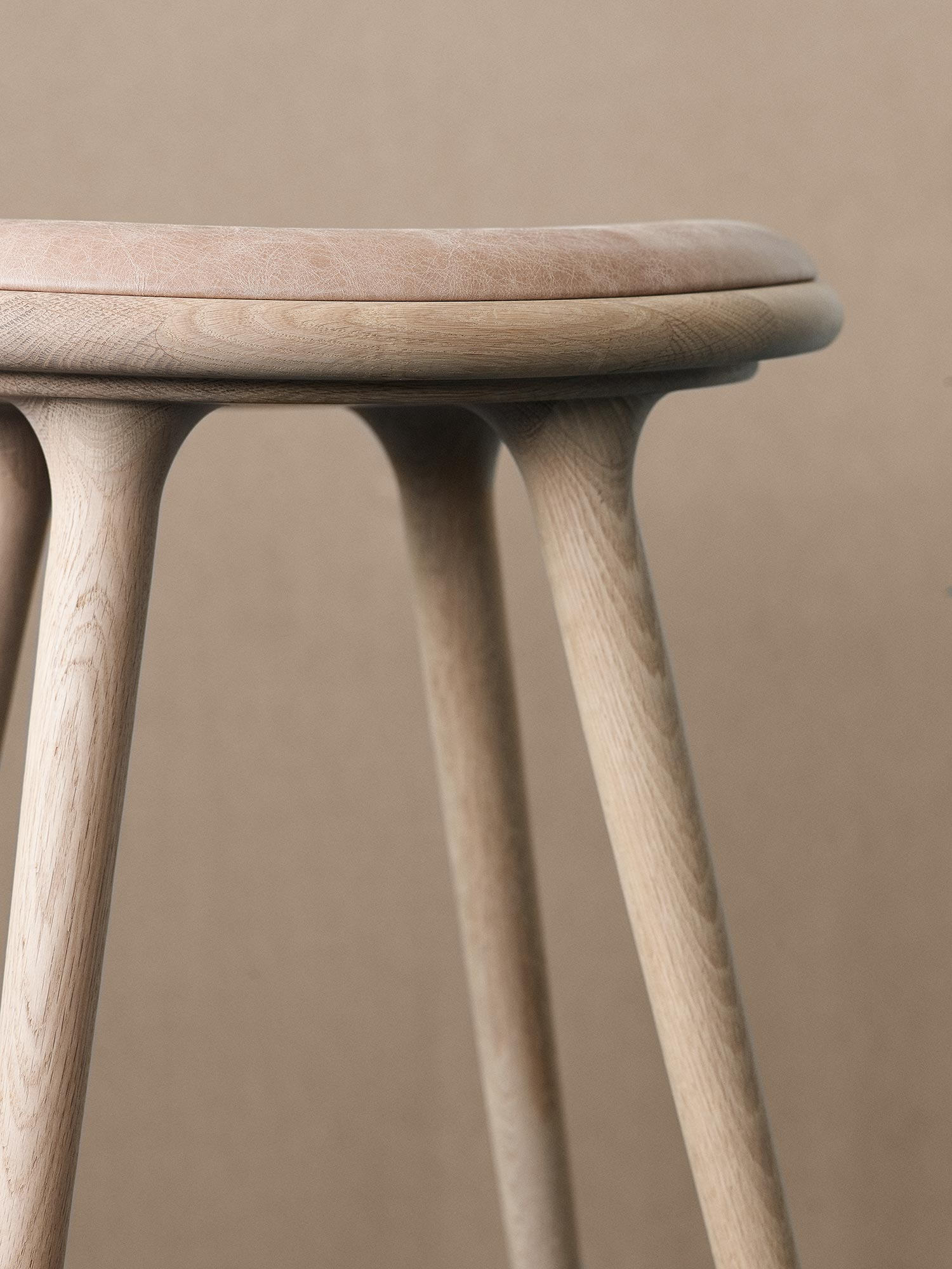 07_Mater_highstool_closeup.jpg