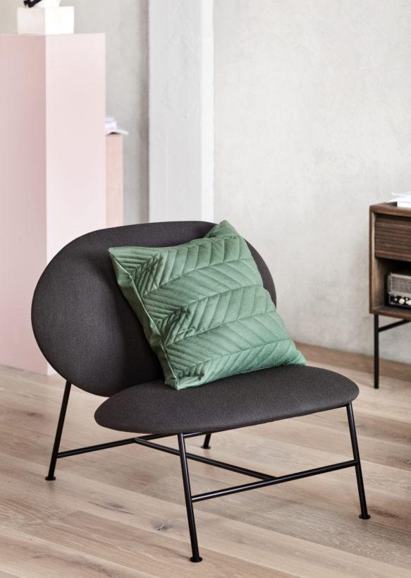 Oblong_lounge_chair_dark-grey_with_Case-Northern_Photo_Chris_-Tonnesen-Low-res-1-583x819.jpg