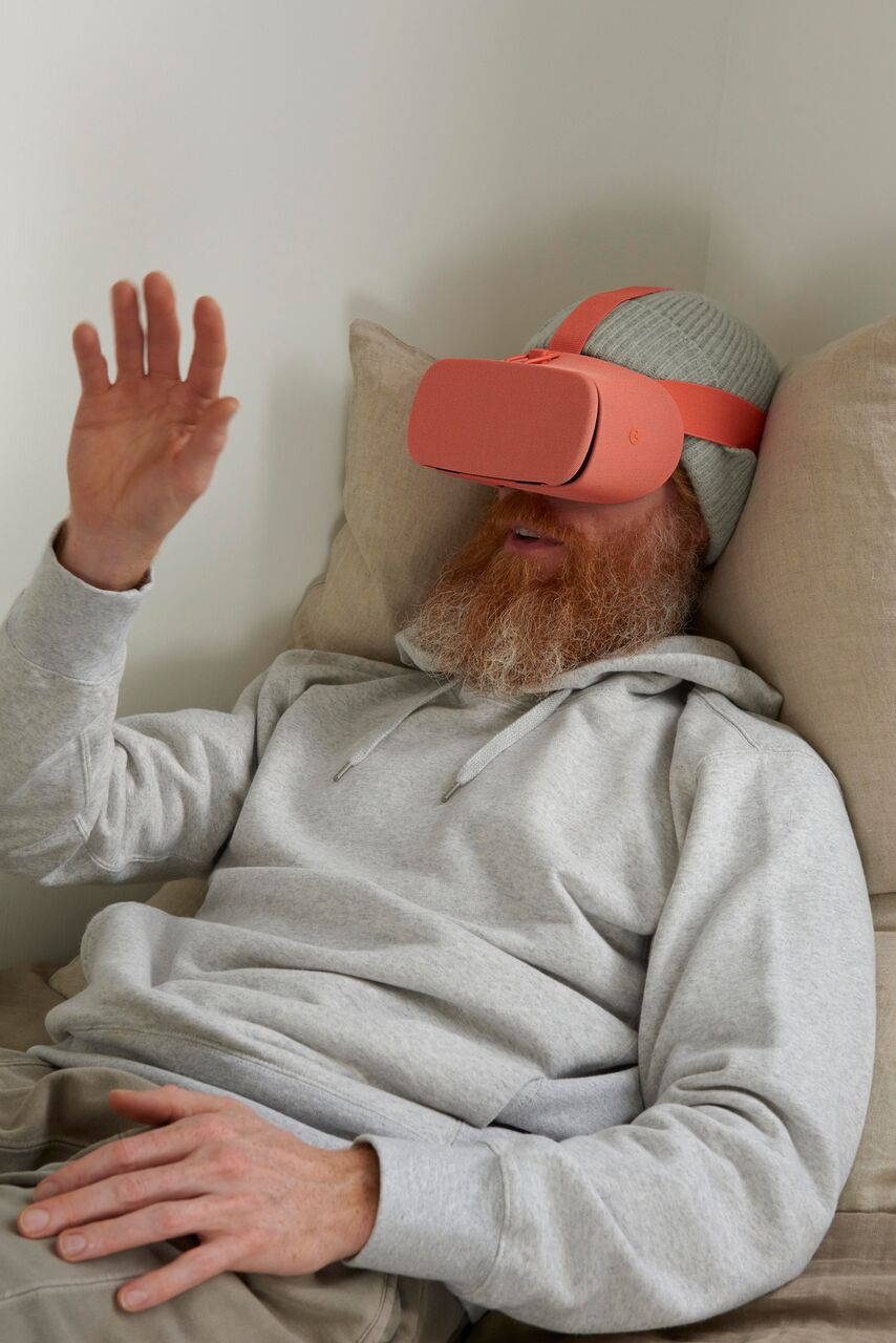 10_Softwear featuring Google Daydream View - photo by Thomas Straub - courtesy Studio Edelkoort_preview.jpeg