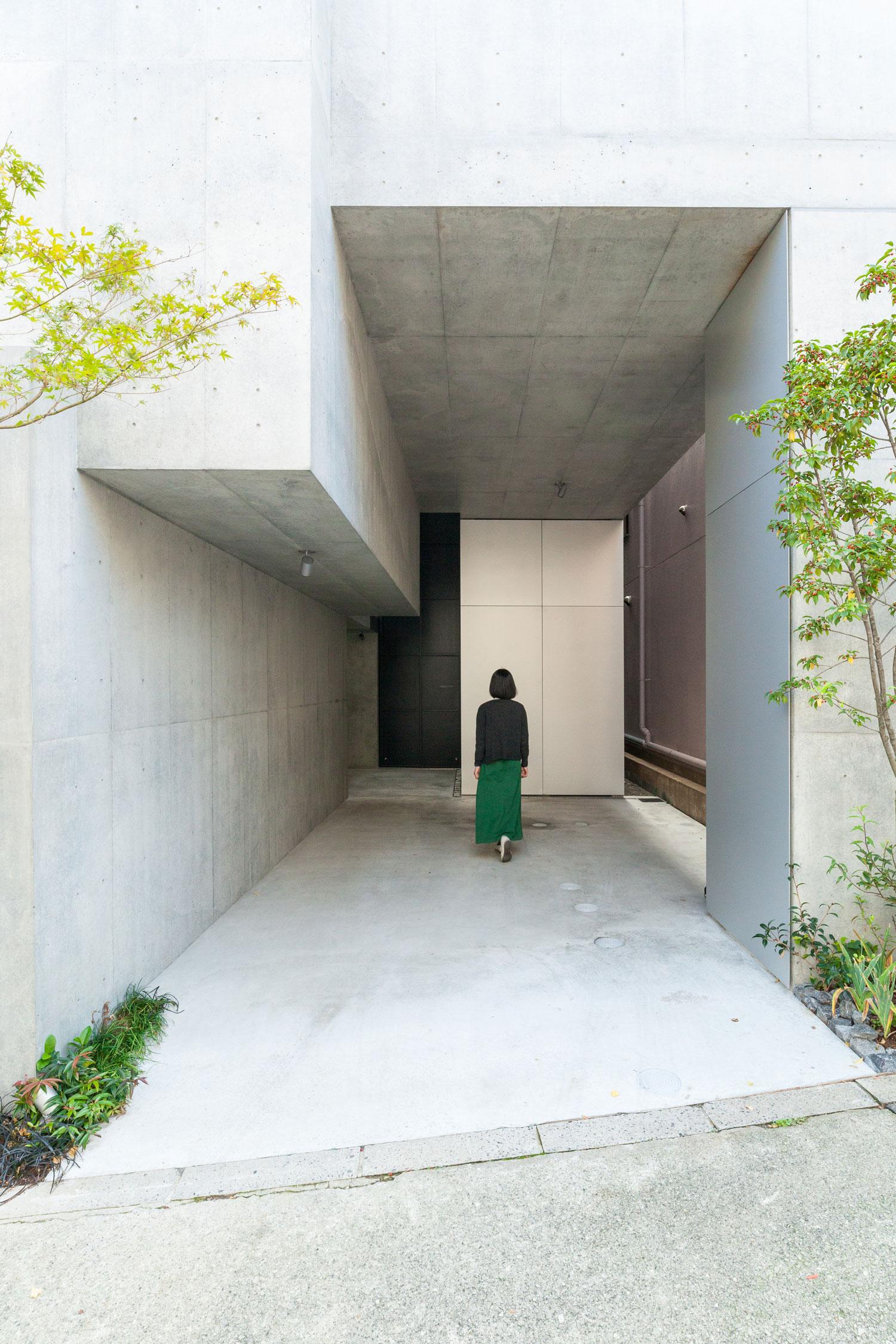 Tree-ness-House-Toshima-Japan-by-Akihisa-Hirata-Yellowtrace-06.jpg