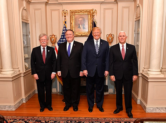 640px-Secretary_Pompeo_Poses_for_a_Photo_With_Advisor_Bolton_President_Trump_and_Vice_President_Pence_41811551572.jpg