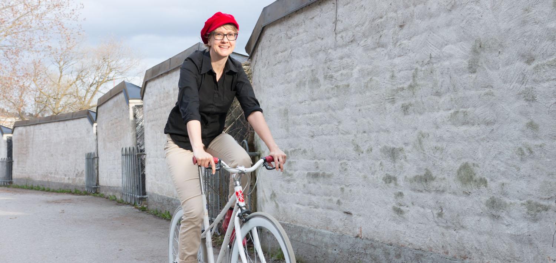 Anna-Karin cyklar.jpg