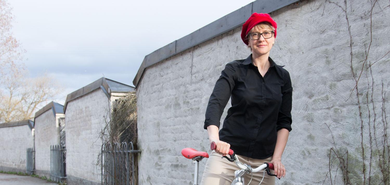 Cykel stående närbild.jpg