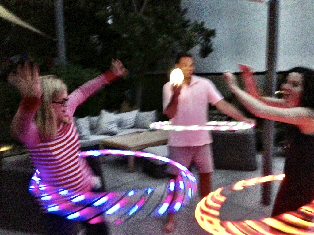 Jo and Tony Giese, hula-hooping