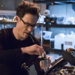 indie-music-and-television-blog-the-flash-harrison-wells-tinkering