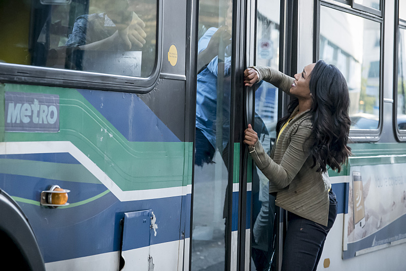 indie-music-and-television-blog-the-flash-iris-catches-the-bus