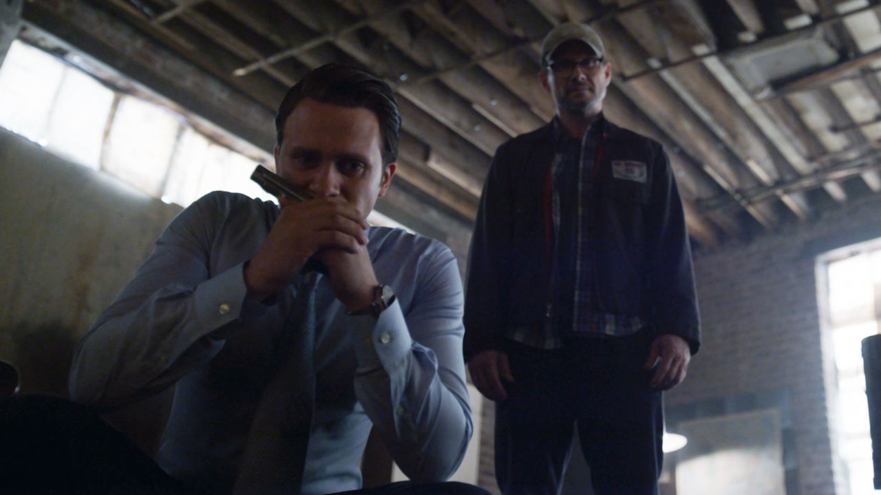 indie-music-and-television-blog-mr-robot-tyrell-and-mr-robot-after-elliot-is-shot