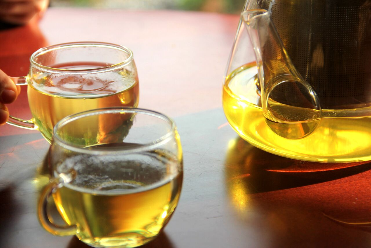TAIVANI OOLONG TEE LI SHAN 3€  Ilus sügiskuldse tooniga tee, millest kumas läbi hapukat maitset. Armas seltskonnaga jagamiseks.
