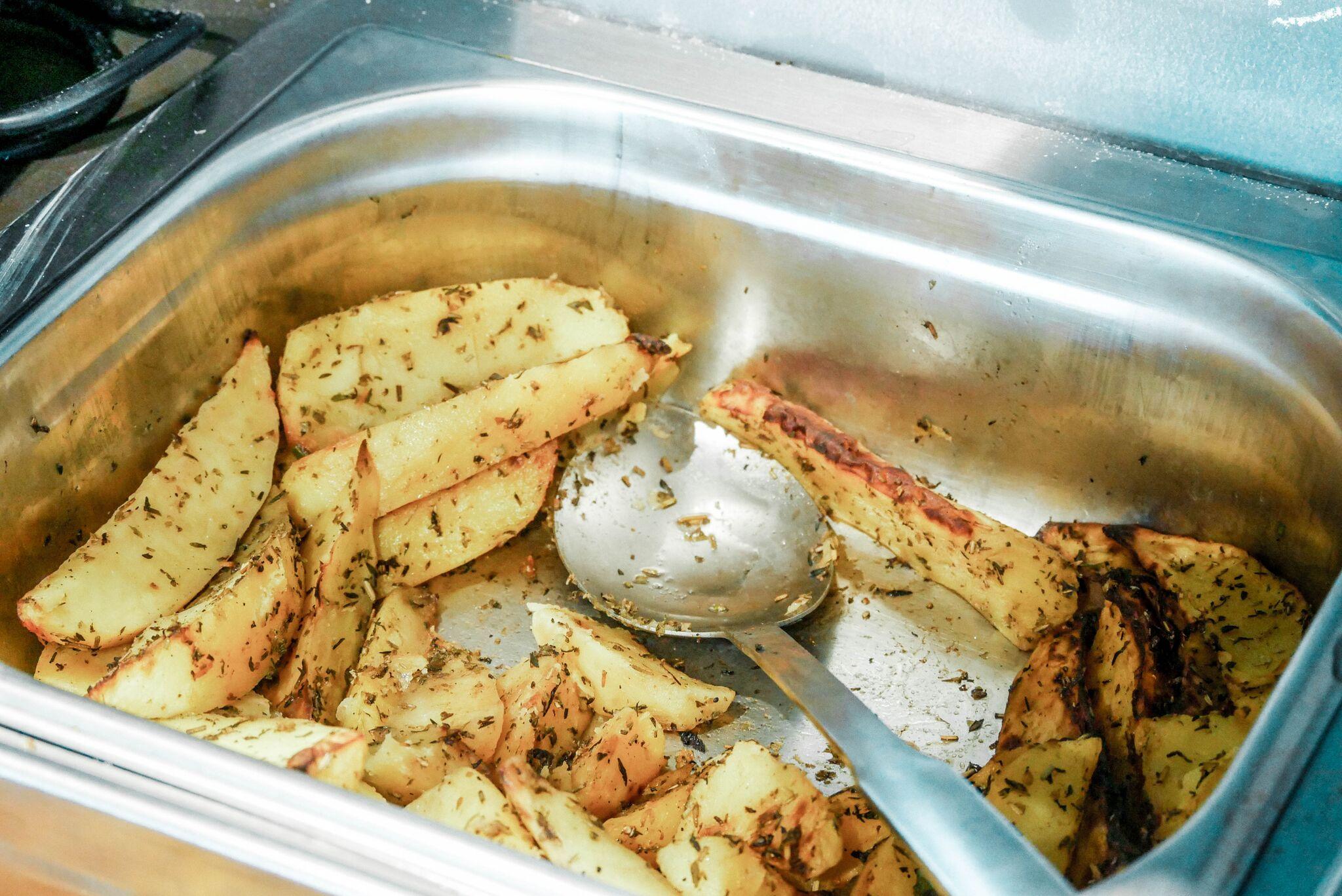 ....Ürdikartul..Roasted potatoes with herbs.... - ....Nimi räägib iseenda eest, samuti väga hästi valmistatud!..Very well made, yum!....