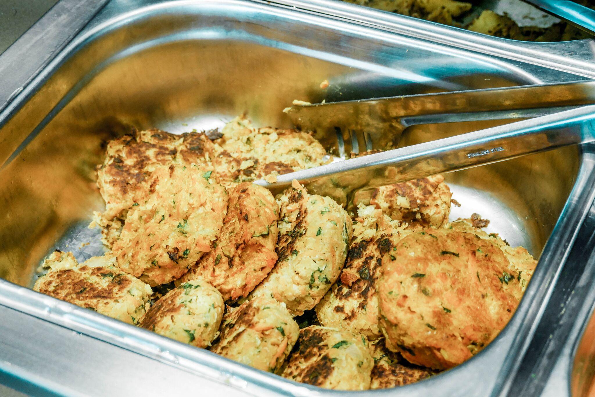 ....Kikerherne kotletid porgandi ja bataadiga .. Chickpea cutlets with carrot and sweet potatoes.... - .... Me kõik pidasime neid ühtedeks oma lemmikuteks. Väga maitsvad! .. We all considered them to be one of our favorites. Very tasty! ....