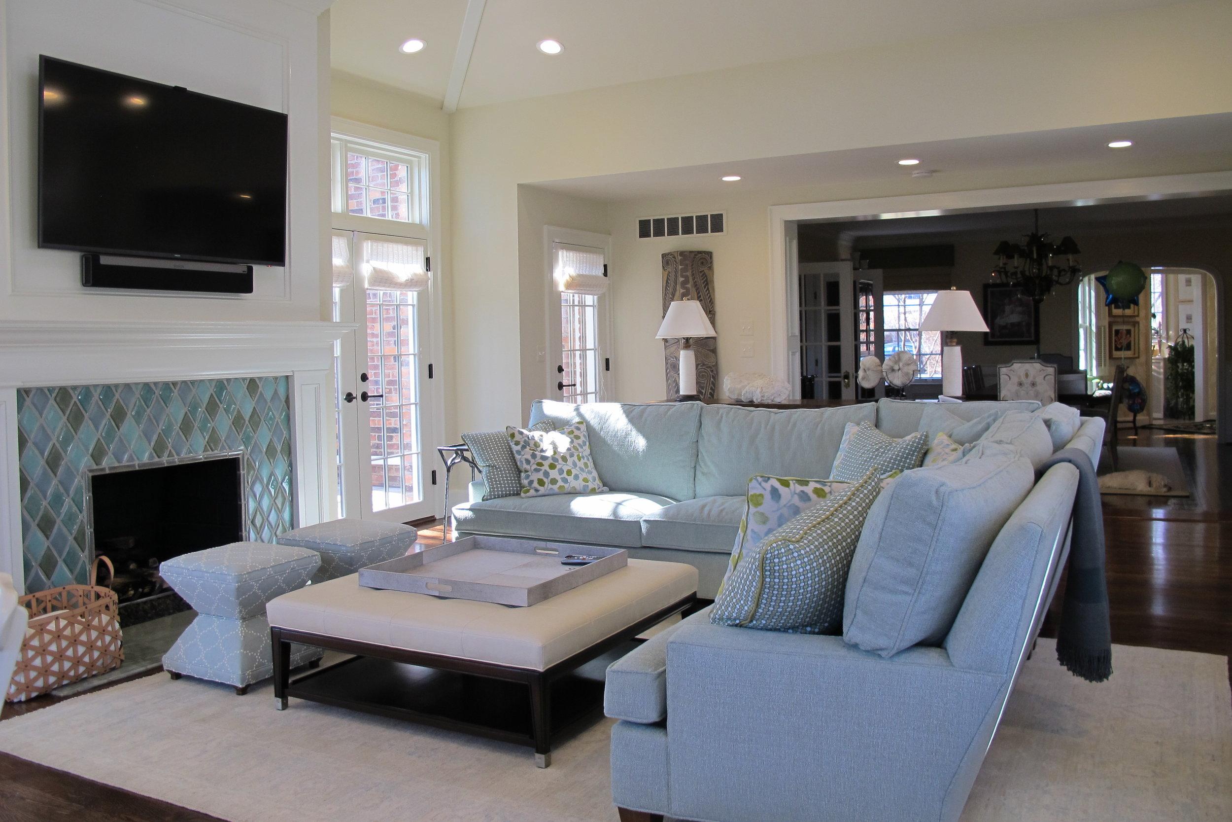 blue_tones_livingroom.JPG