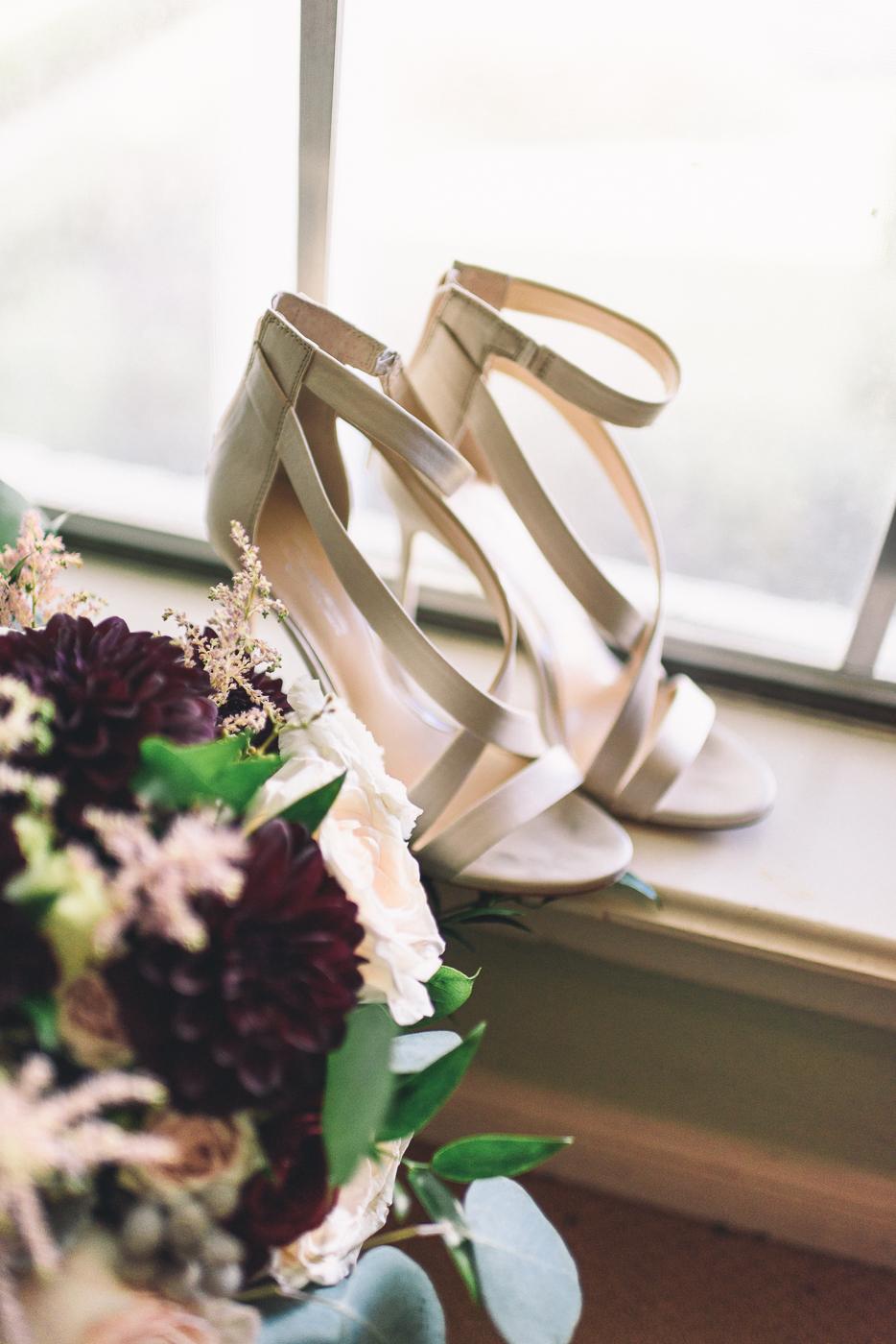 wedding shoes vince camuto bouquet