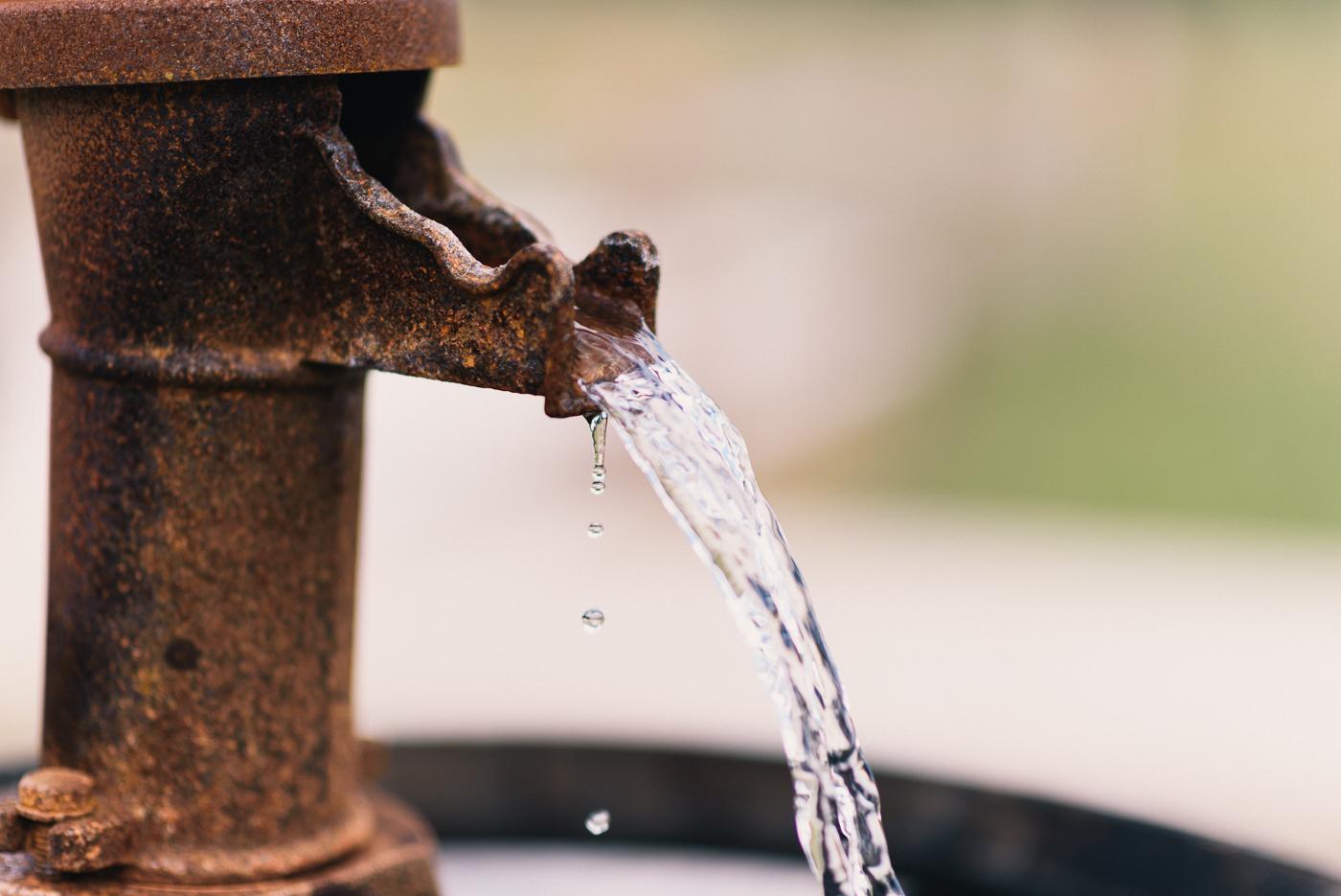 Water fountain barrelrusitc
