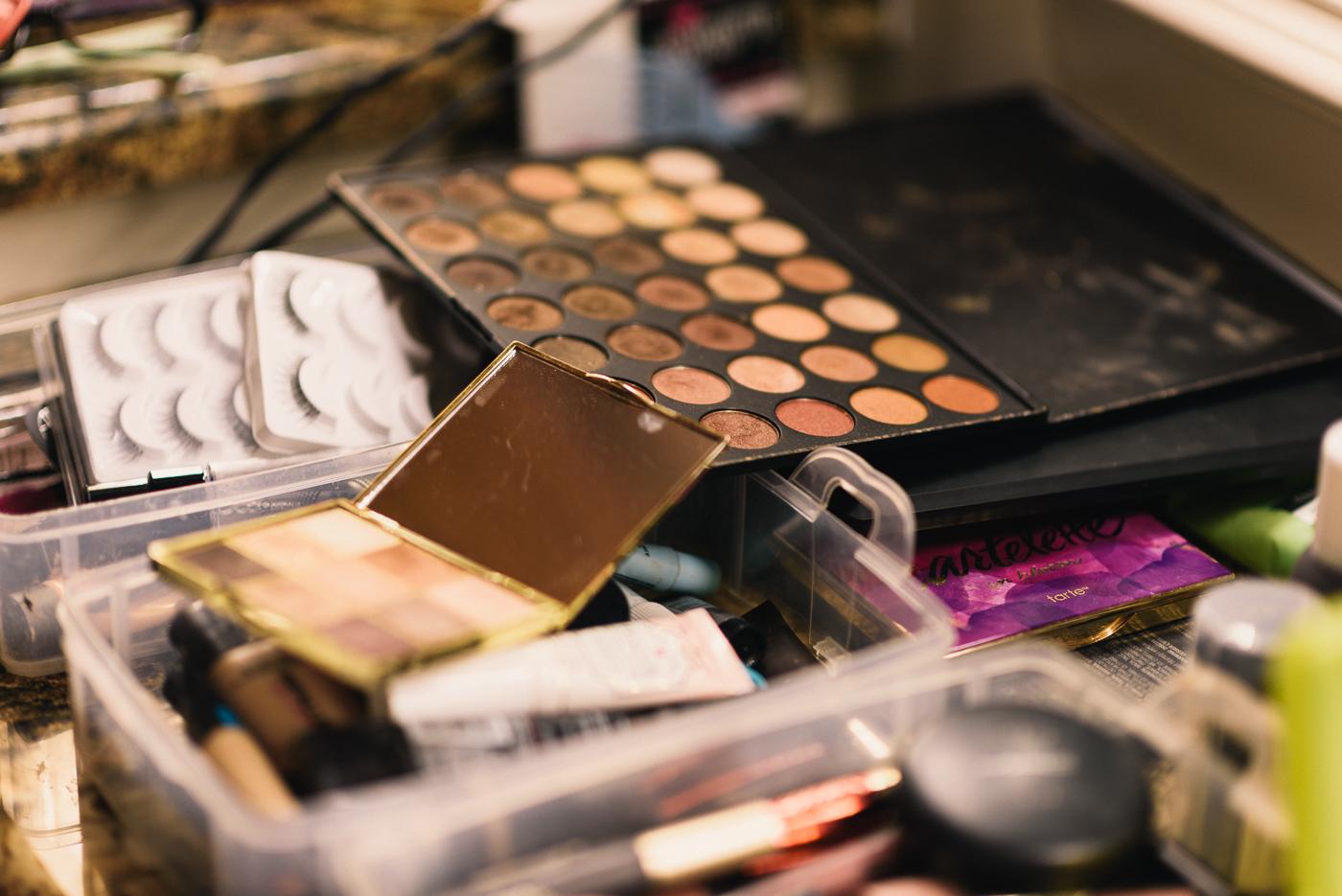 hair and makeup wedding day getting ready fake eyelashes eyeshadow palette