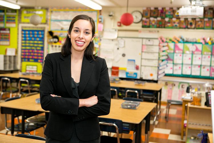 LA MIEMBRO DE LA JUNTA KELLY GONEZ PATROCINÓ EL Marco de Rendimiento Escolar para enmendar las deficiencias en el Tablero Escolar de California