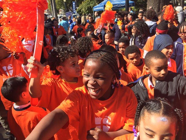 ESTUDIANTES DE la escuela FORTUNE se manifestaron EN SACRAMENTO en marzo PARA APOYAR A ESCUELAS chárter