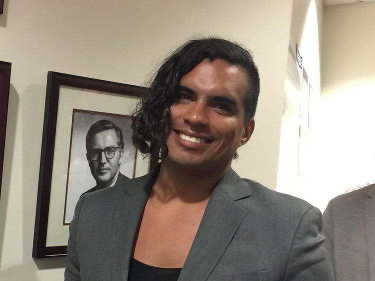 JUSTINE GONZALEZ, madre de familia de Speak UP Y ACTIVISTA TRANSGÉNERO, PIDÓ A LA JUNTA QUE APROBAR UNA RESOLUCIÓN PARA AYUDAR A LOS JÓVENES LGBTQ.