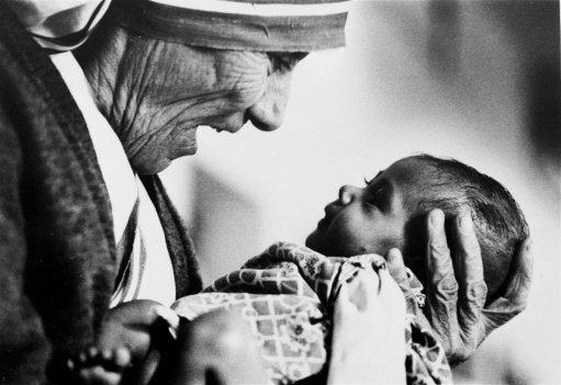 mother-teresa-set-a-new-standard-of-compassion.jpg