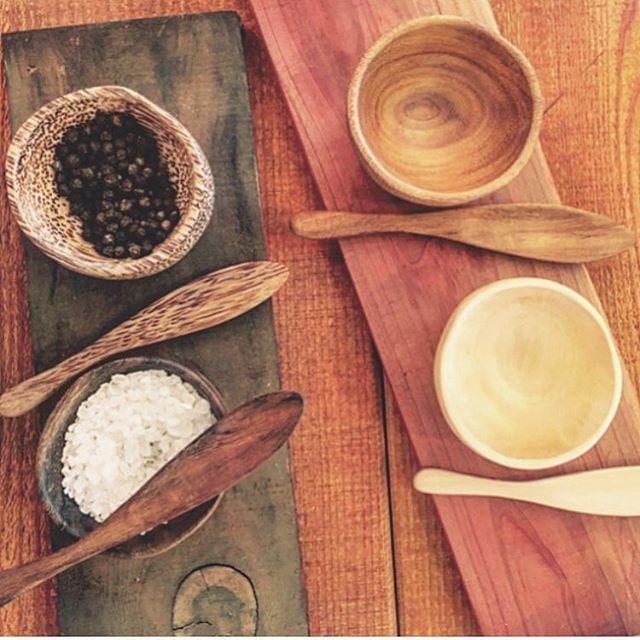 Perfect little garnish bowls! . . . . .  #ojai #shopsmall #shoplocal #uniquegifts #woodenbowls #wood #garnish #details #saltandpepper #hosting #homegoods #homestyling #kitchenware