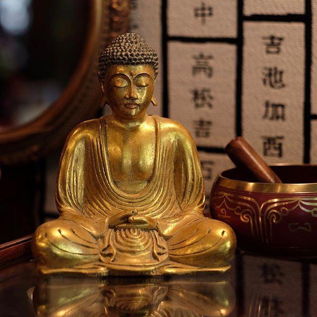 Taking on Monday like... . . . . . #buddha #buddhastatue #tibetansingingbowl #giftideas #gifts #uniquegifts #ojai #shopsmall #ojaivibes #singingbowl