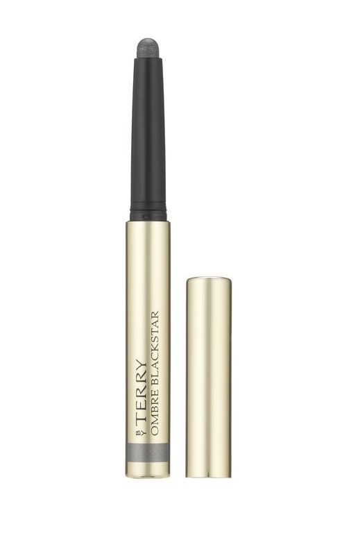 Ombre Blackstar - This creamy eyeshadow has pearl fragments in it to give your makeup a beautiful dimension. The formula also causes it to be super easy to buff and work onto your lid. Put some powder on top or wear it as is and you are good to go with your smoke. Beware: work quickly because once this formula is set, it's set.