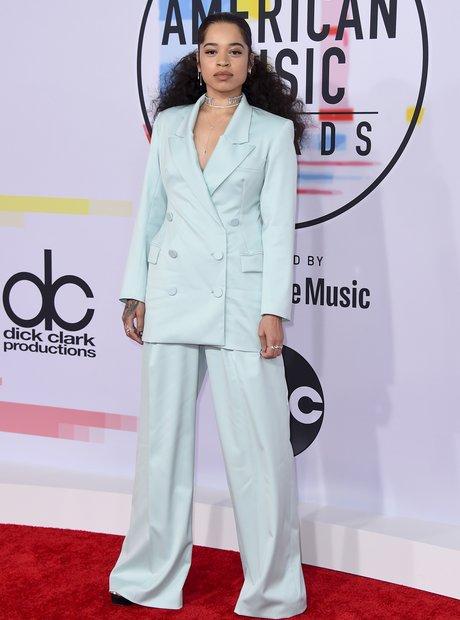 ella-mai-amas-2018-red-carpet-blue-suit-1539164352-view-1.jpg