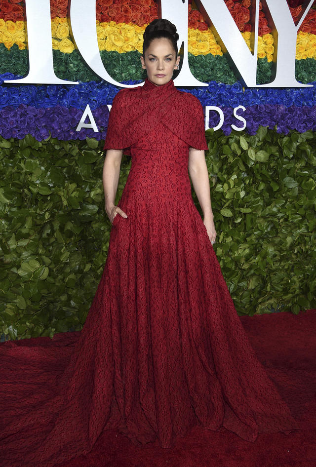 The second time nominee matched the carpet in this beautifully wrapped number while reppin'  King Lear.