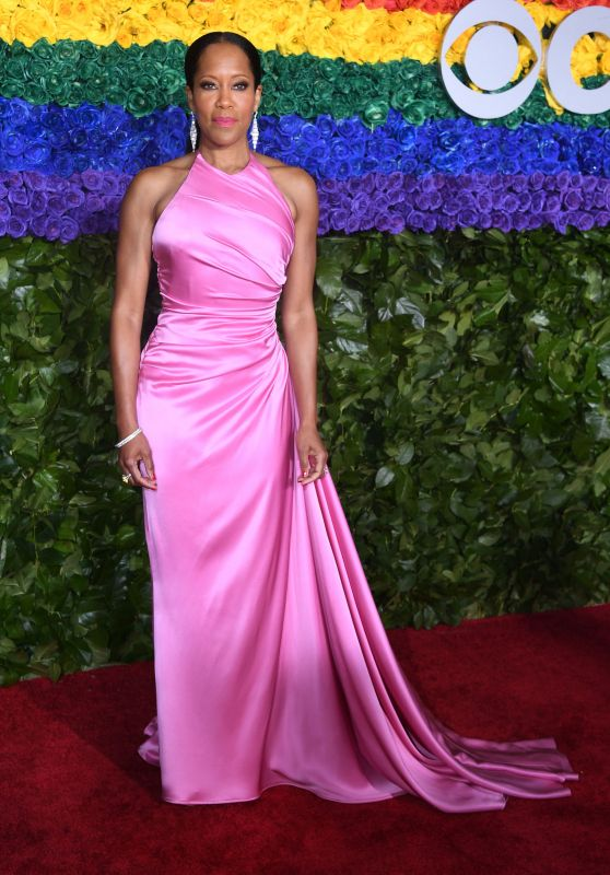 The acting powerhouse wore a delicate pink gown paired with monochromatic makeup.