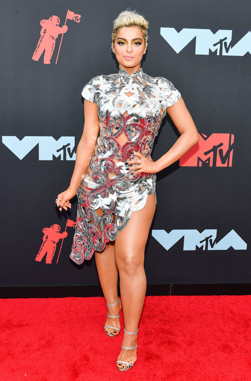 The first time VMA winner also won in this look, which resembled the trophy she took home.