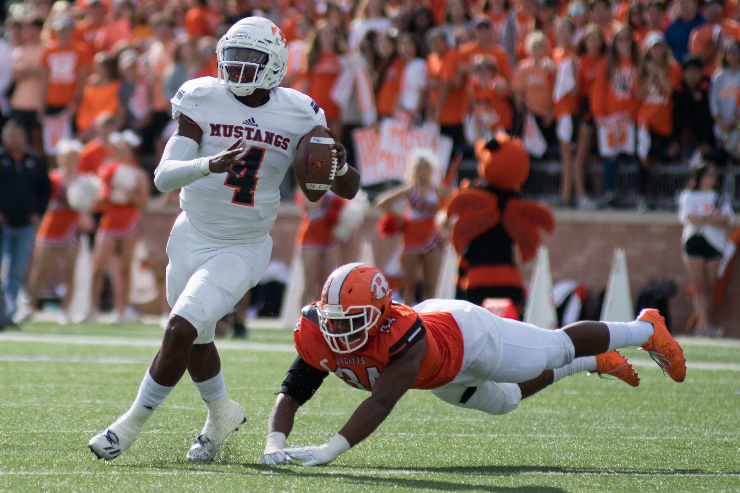 Sachse's Jalen Mayden slips past a Rockwall defender. | Shot with Nikon D500 w/ Nikkor 80-200 f2.8