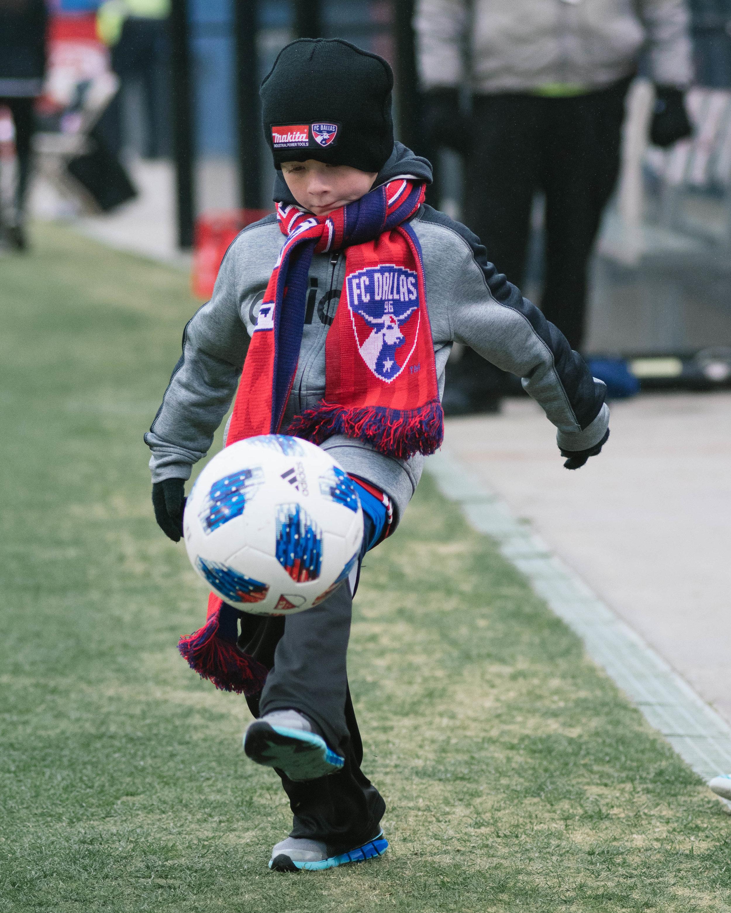 FC Dallas ball boy juggles a new MLS ball. |Shot with Nikon D500 w/ Nikkor 80-200 f2.8