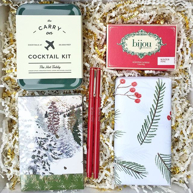 The Evergreen Gift Box is perfect for the ever traditionalist 🌲. Classic greens with a pop of red and a nod to our Pacific Northwest Roots.  Scoop yours up today to ensure you receive by Christmas! 🎁