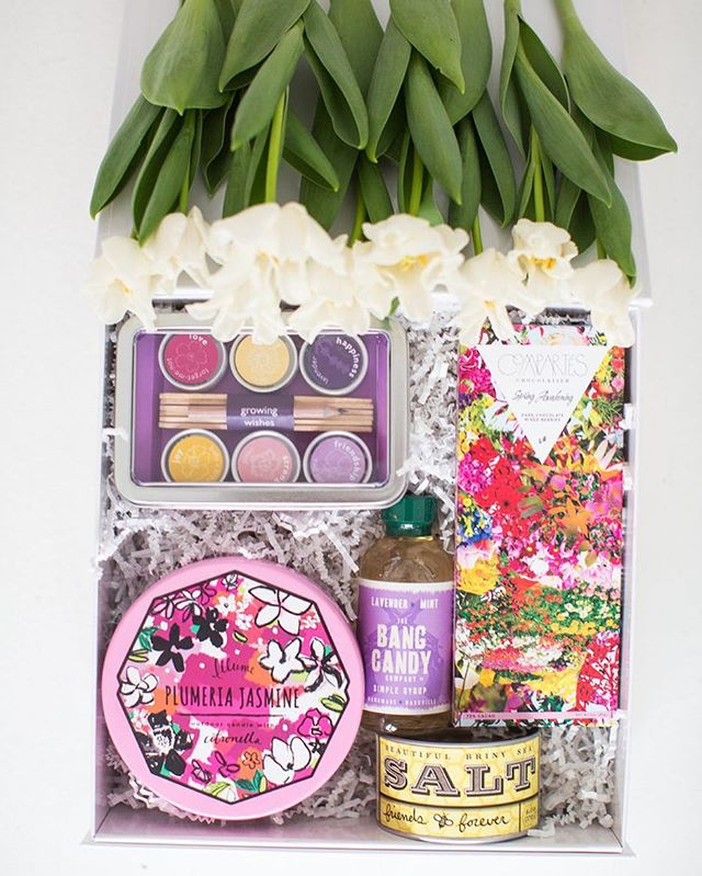 It's the first day of Spring and it couldn't be a prettier day in Texas!  Our Bonjour Flora gift is inspired by all the gorgeous and bright blooms of the season! We just love the box of seeds!