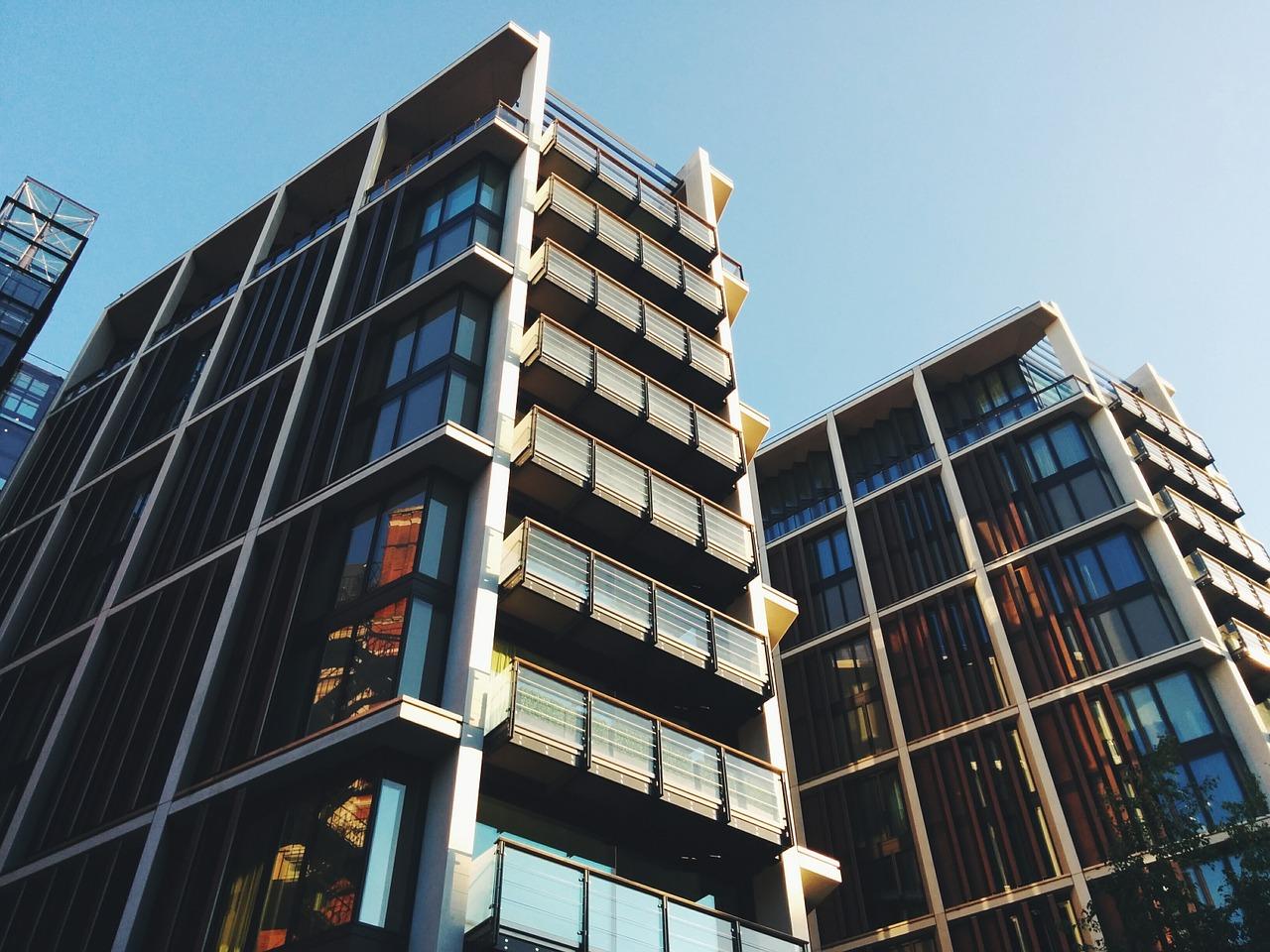 buildings-1245684_1280.jpg