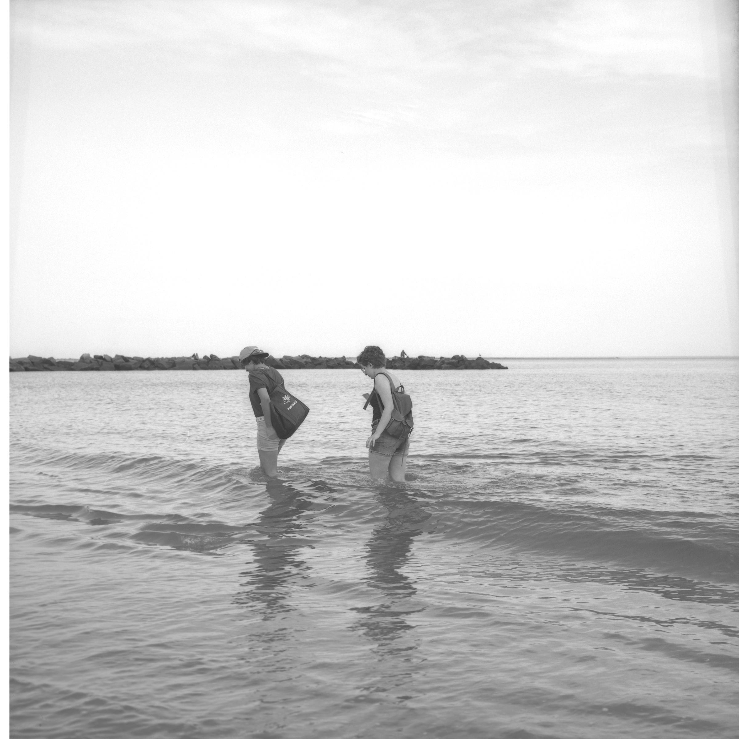 twogirlswater02.jpg