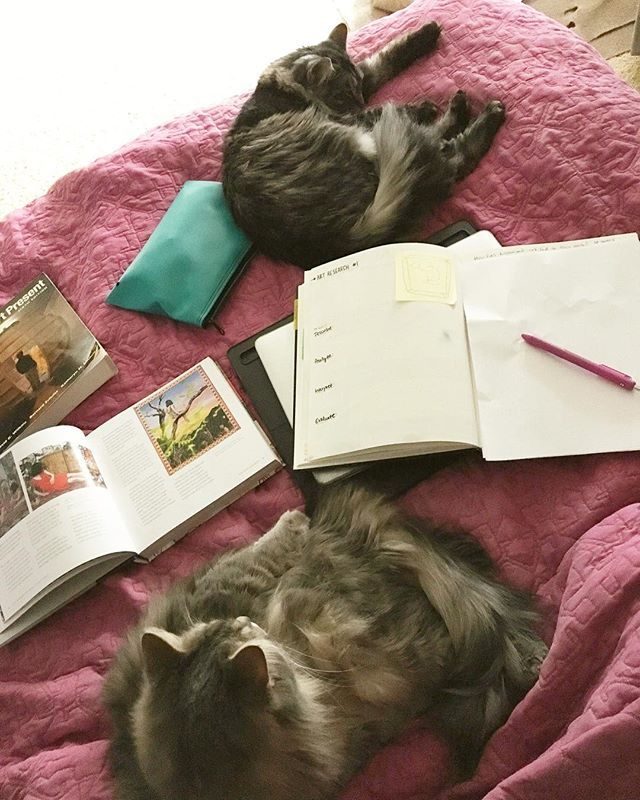 This is my favorite way to prep for the week— in bed with two snuggly cats. 🐈🐈 Fellow art teachers, where do you work best?