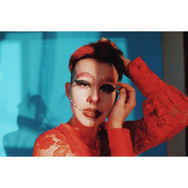 🔹 @bo.dyp ♦️ . . . 💙#fuji #xpro1❤️ . . . . .  #drag #queerart #enby #nonbinary