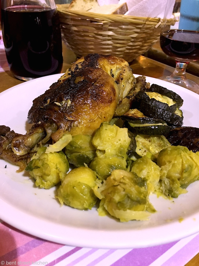 Roast chicken and vegetables at Pizzeria La Cuccuma. Offers 9€ deals for pasta/meat with choice of vegetables.