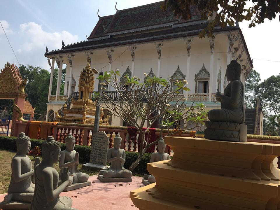 Buddha teaching statue in Chueteal temple