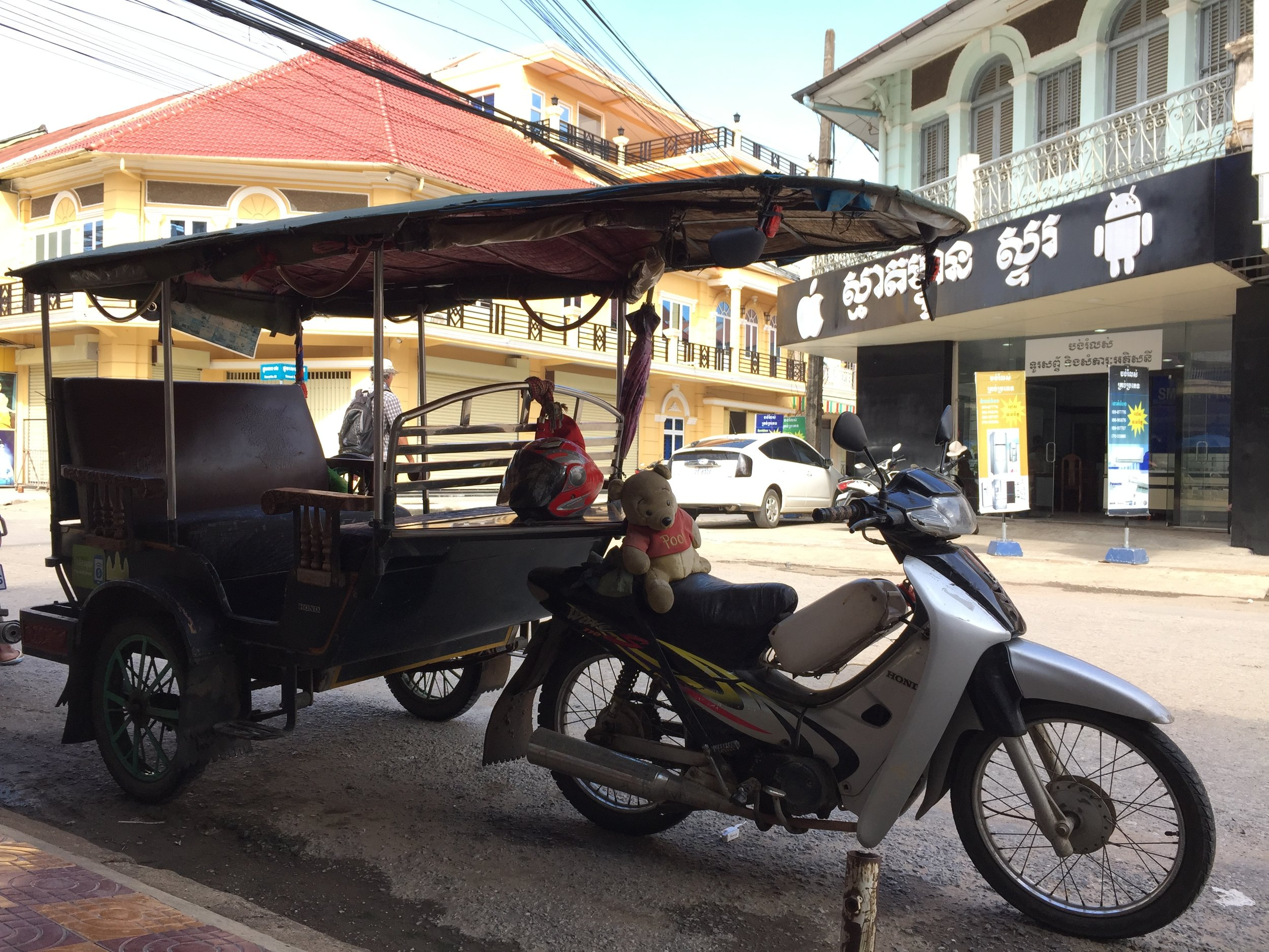 Battambang Tuk Tuk parking nearby P'sa Nat