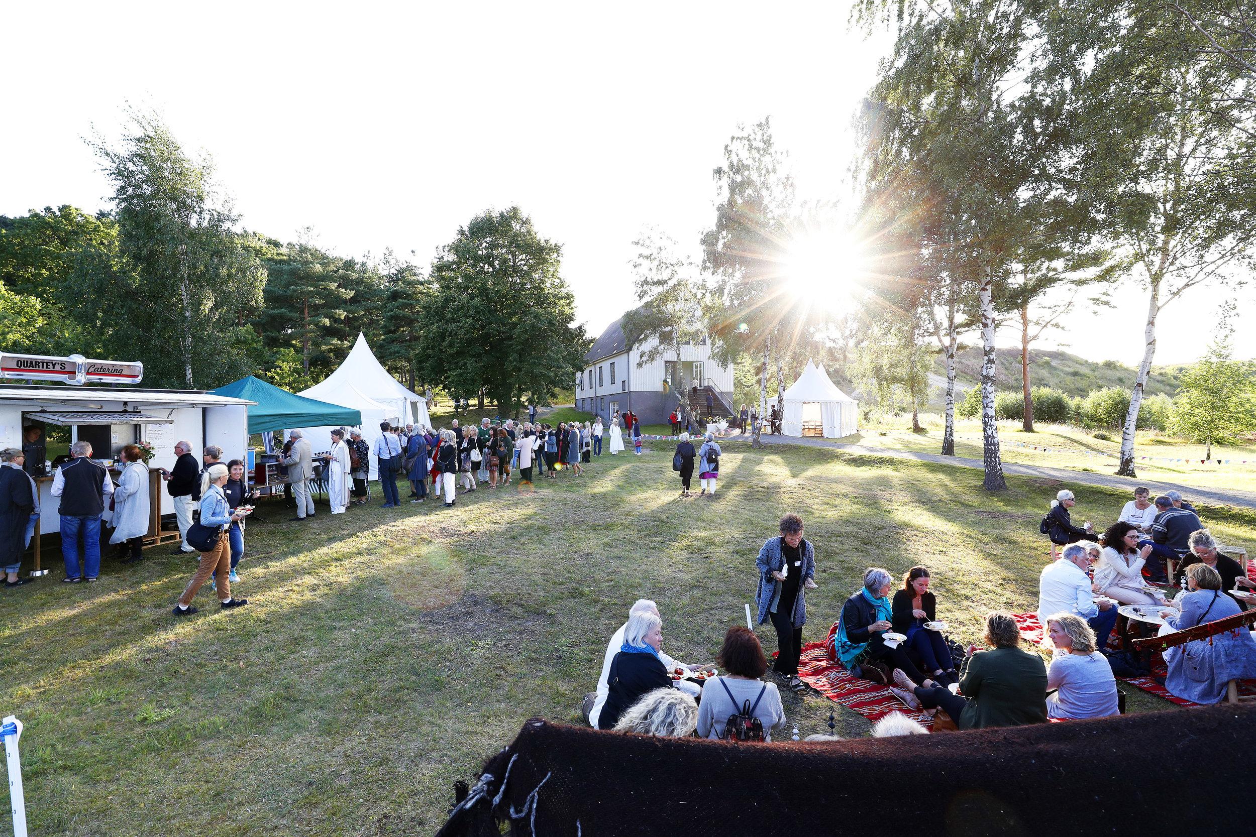 48  kvällssol över festivalområdet.jpg