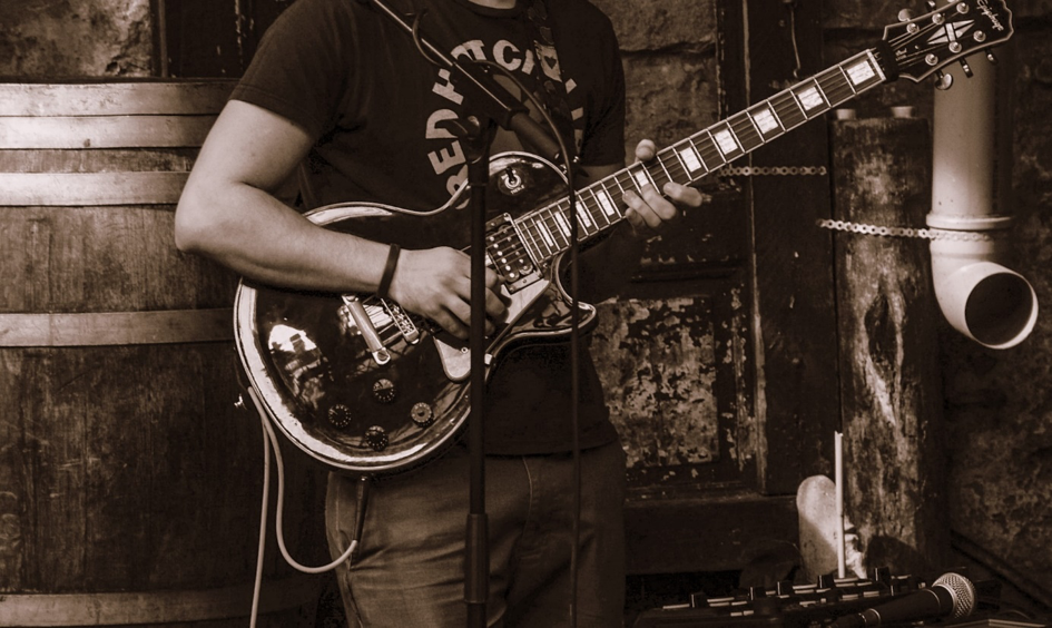 3 Crucial Tips To Not Screw Up A Live Act On Guitar — Guitar Lessons for  Beginners
