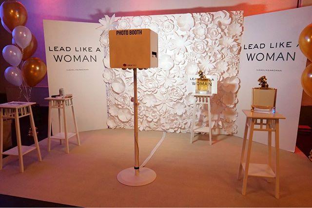 Redo för kvällen! Lead like a woman 👩💼💪. Tre Fotoautomater på @skyddsrummet med Ralph Lauren, Lancôme och YSL.